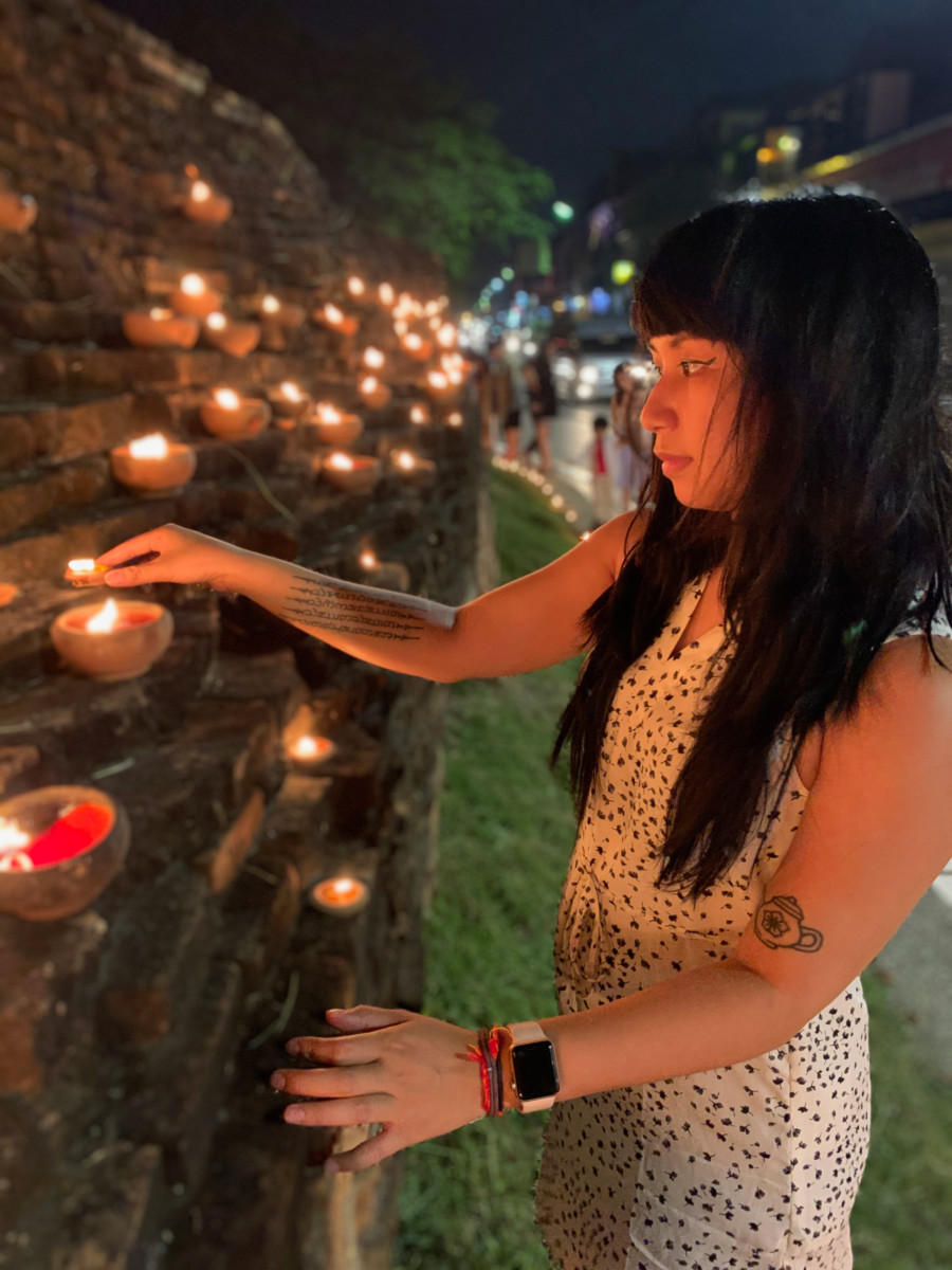 Jessica Ayre in Thailand lighting candles for loi kra thong